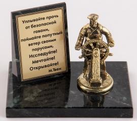 "Фигурка бронзовая на камне ""Капитан"" (вар.1) 10*7*8 см"
