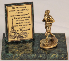 "Фигурка бронзовая на камне ""Турист"" (вар.1) 10*7*8 см"