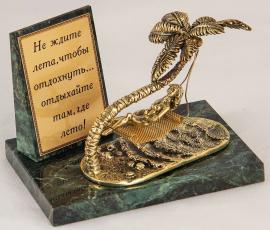 "Фигурка бронзовая на камне ""Девушка на пляже"" (вар.1) 10*7*8 см"