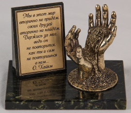 """Фигурка бронзовая на камне """"Ваше время в ваших руках"""" (вар.2) 10*6,5*7 см"""